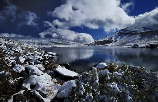 下山してくる登山者から(白馬方面は雪のため行けれないよ)の情報で少し暗い気分に..._b0194185_23124983.jpg
