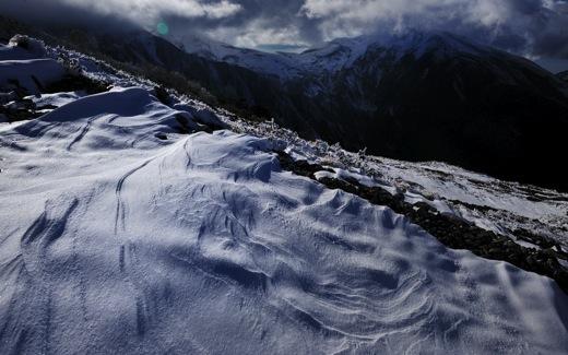 下山してくる登山者から(白馬方面は雪のため行けれないよ)の情報で少し暗い気分に..._b0194185_2314467.jpg