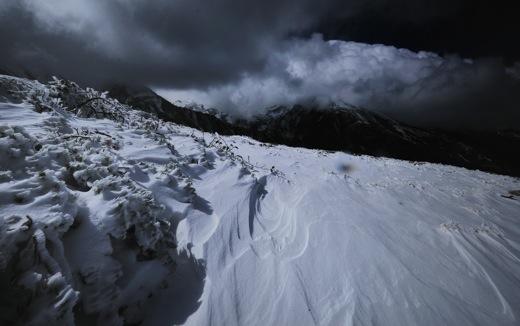 下山してくる登山者から(白馬方面は雪のため行けれないよ)の情報で少し暗い気分に..._b0194185_23174723.jpg