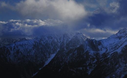 下山してくる登山者から(白馬方面は雪のため行けれないよ)の情報で少し暗い気分に..._b0194185_23224791.jpg