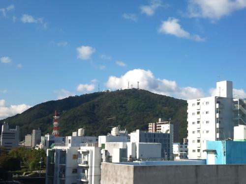 眉山と秋の青空_a0221584_1047024.jpg
