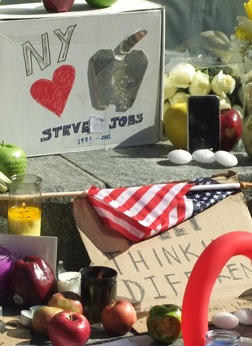 スティーブ・ジョブズさん追悼特集 ニューヨーク5th Avenue店前_b0007805_11484455.jpg