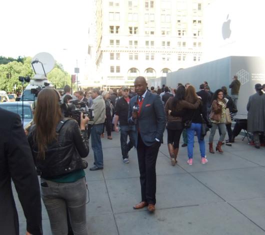 スティーブ・ジョブズさん追悼特集 ニューヨーク5th Avenue店前_b0007805_11565273.jpg