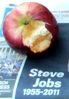 スティーブ・ジョブズさん追悼特集 ニューヨークWest14丁目店前_b0007805_1158538.jpg