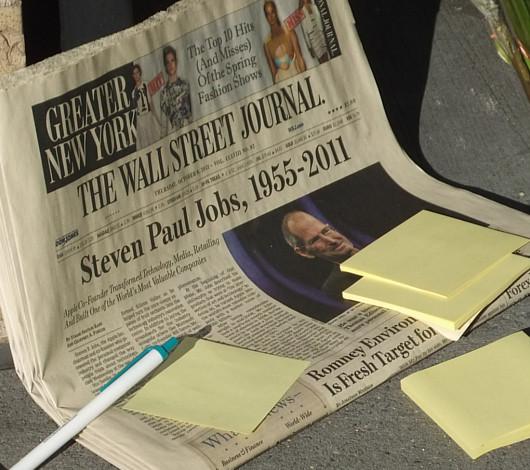 スティーブ・ジョブズさん追悼特集 ニューヨークWest14丁目店前_b0007805_11595128.jpg