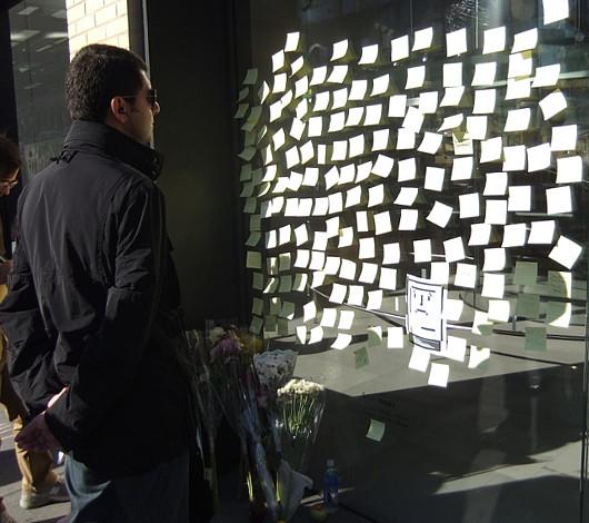 スティーブ・ジョブズさん追悼特集 ニューヨークWest14丁目店前_b0007805_120119.jpg