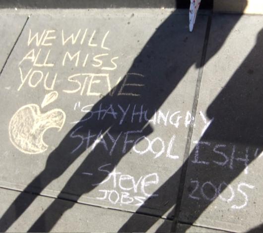 スティーブ・ジョブズさん追悼特集 ニューヨークWest14丁目店前_b0007805_121198.jpg