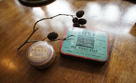 フランスの古いティン缶_f0196455_17464476.jpg