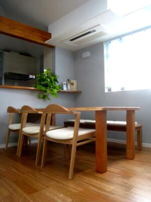 お気に入りの家具との出会い(ブラックチェリーのテーブル)_e0010418_1735148.jpg