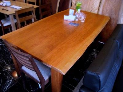 お気に入りの家具との出会い(ブラックチェリーのテーブル)_e0010418_17352524.jpg