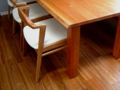 お気に入りの家具との出会い(ブラックチェリーのテーブル)_e0010418_1735945.jpg