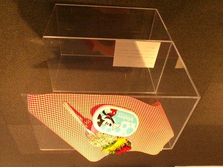 シルバーと花の展覧会より_b0106766_1744134.jpg