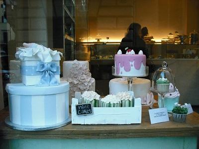 本当にここはローマ?宝石箱のようなケーキ屋さん_a0172661_674829.jpg
