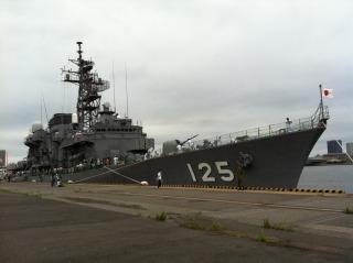 護衛艦「さわゆき」の1日艦長の写真。_a0087471_176617.jpg