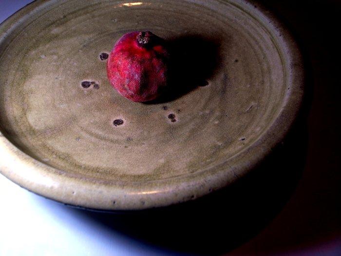 久しぶりの古物仕入れです。友人の依頼で平清水焼の石皿です、山形県の平清水... 黒い羊 = ov