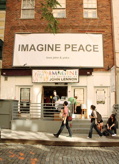 ジョン・レノンさん71回目のお誕生日記念でニューヨークに特別ギャラリー期間限定オープン!!!_b0007805_1011752.jpg