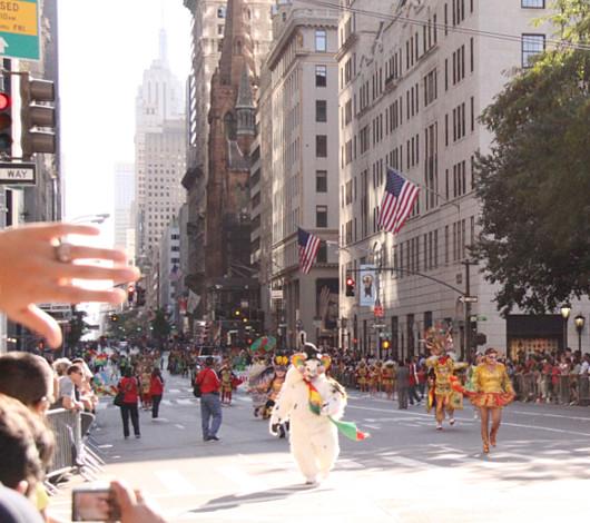 ニューヨーク・ヒスパニック・デー・パレードに遭遇_b0007805_13324959.jpg