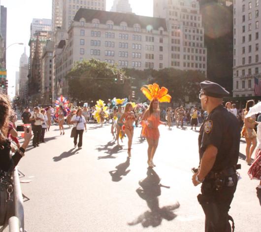 ニューヨーク・ヒスパニック・デー・パレードに遭遇_b0007805_13351386.jpg