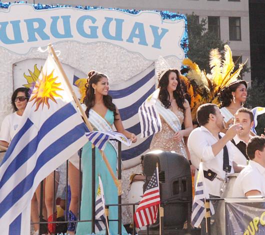ニューヨーク・ヒスパニック・デー・パレードに遭遇_b0007805_1335563.jpg