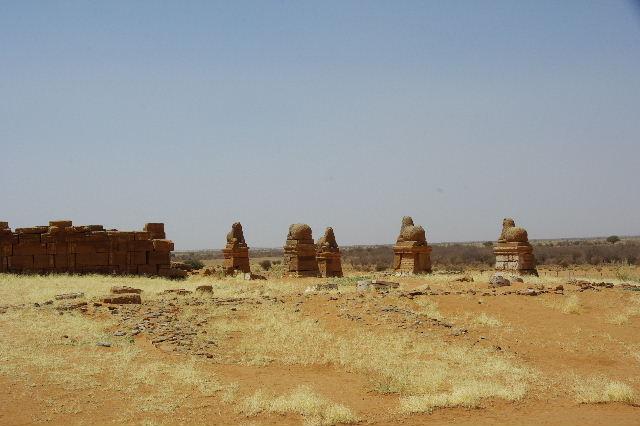 【スーダン周遊】 ナカ遺跡 (1) アモン神殿とスフィンクスの参道_c0011649_23473083.jpg