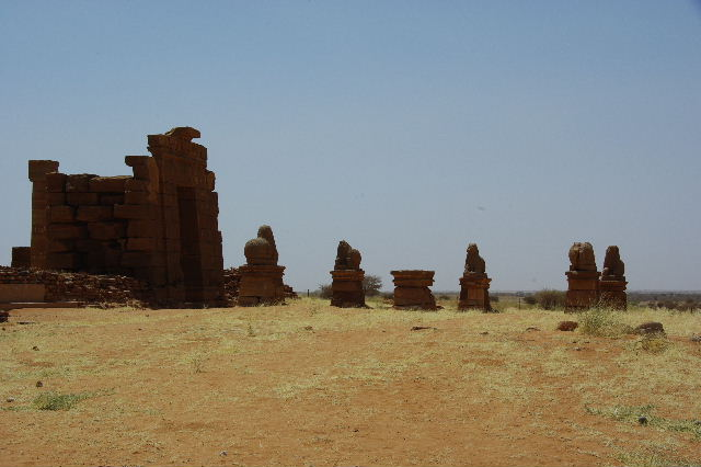 【スーダン周遊】 ナカ遺跡 (1) アモン神殿とスフィンクスの参道_c0011649_23501511.jpg