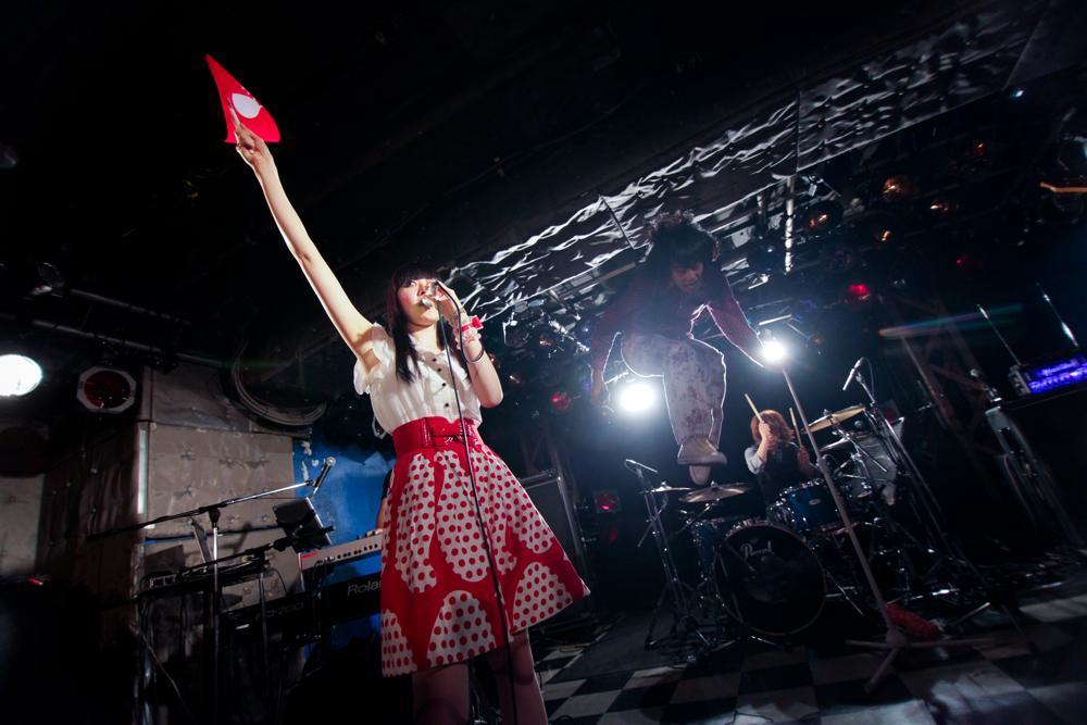 9月に戸川純と2マンを行なった、現代日本の病理をギリギリで表現するアーバンギャルドがアルバムを発売_e0197970_1303448.jpg
