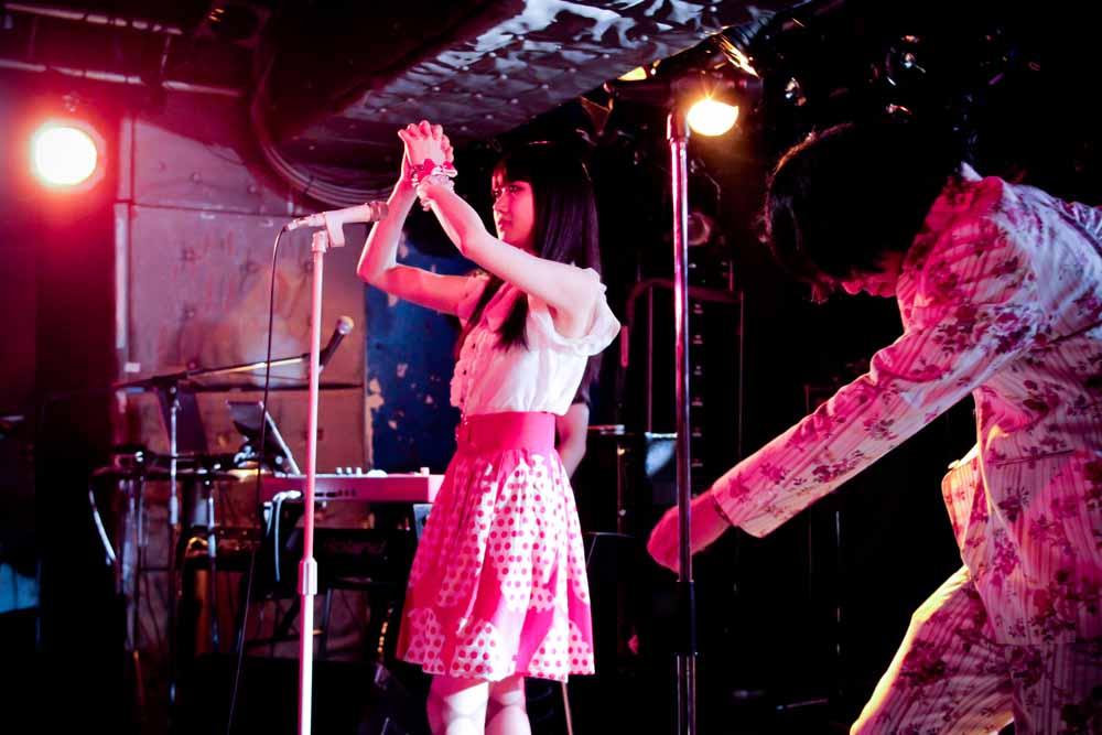 9月に戸川純と2マンを行なった、現代日本の病理をギリギリで表現するアーバンギャルドがアルバムを発売_e0197970_1313919.jpg