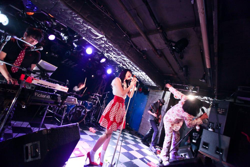 9月に戸川純と2マンを行なった、現代日本の病理をギリギリで表現するアーバンギャルドがアルバムを発売_e0197970_1314871.jpg