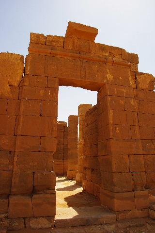 【スーダン周遊】 ナカ遺跡 (1) アモン神殿とスフィンクスの参道_c0011649_0183458.jpg