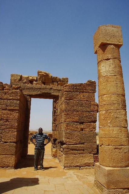 【スーダン周遊】 ナカ遺跡 (1) アモン神殿とスフィンクスの参道_c0011649_021279.jpg