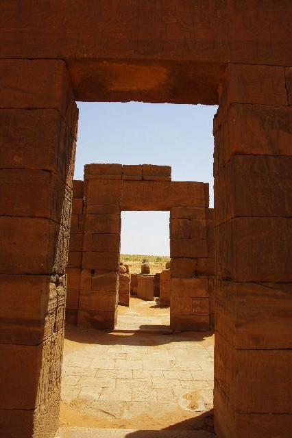 【スーダン周遊】 ナカ遺跡 (1) アモン神殿とスフィンクスの参道_c0011649_02137.jpg