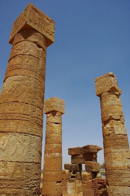 【スーダン周遊】 ナカ遺跡 (1) アモン神殿とスフィンクスの参道_c0011649_0273174.jpg