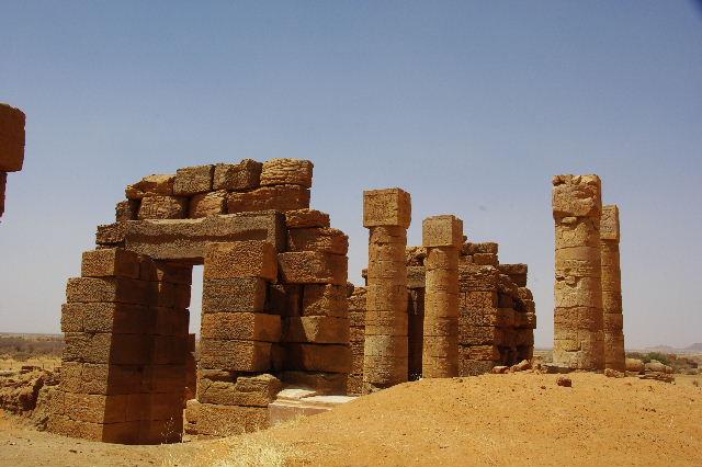 【スーダン周遊】 ナカ遺跡 (1) アモン神殿とスフィンクスの参道_c0011649_03467.jpg