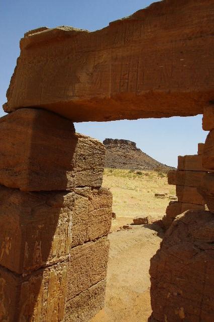 【スーダン周遊】 ナカ遺跡 (1) アモン神殿とスフィンクスの参道_c0011649_0473439.jpg