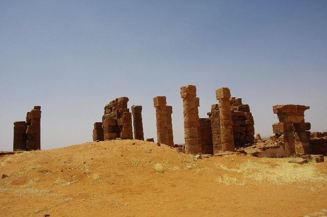 【スーダン周遊】 ナカ遺跡 (1) アモン神殿とスフィンクスの参道_c0011649_0542231.jpg