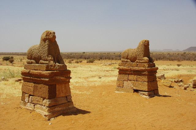 【スーダン周遊】 ナカ遺跡 (1) アモン神殿とスフィンクスの参道_c0011649_073839.jpg