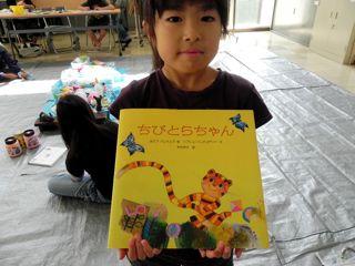 淀川図書館「絵と本〜キッズクラフト展」2011_d0076558_16183861.jpg