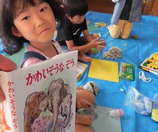 淀川図書館「絵と本〜キッズクラフト展」2011_d0076558_16191339.jpg