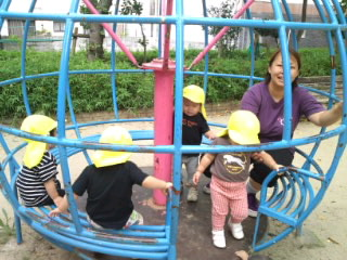 ひよこぐみ 公園で遊びました!_c0151262_7272274.jpg