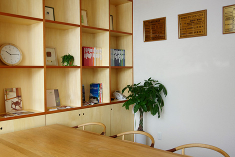 あたらしい事務所の風景。_d0095873_1413758.jpg