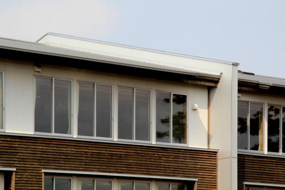 木造の学校の防火壁(第四小学校)_e0054299_13495328.jpg