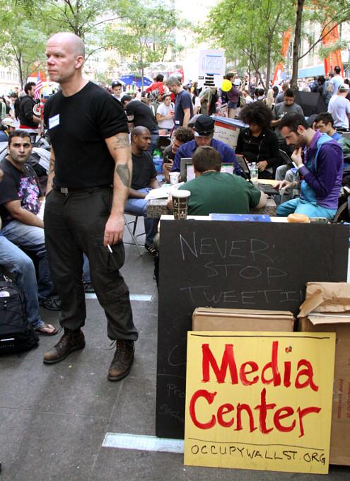 あまりメディアが伝えないニューヨークのウォール街デモの素顔_b0007805_12541255.jpg