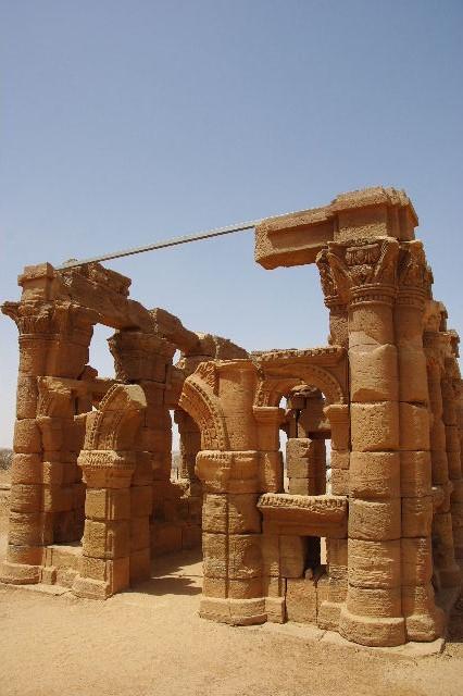 【スーダン周遊】 ナカ遺跡 (2) ライオン神殿とキオスク_c0011649_8552420.jpg