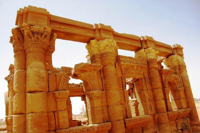 【スーダン周遊】 ナカ遺跡 (2) ライオン神殿とキオスク_c0011649_8555133.jpg