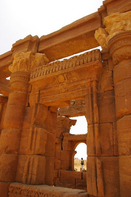 【スーダン周遊】 ナカ遺跡 (2) ライオン神殿とキオスク_c0011649_8561876.jpg