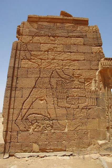 【スーダン周遊】 ナカ遺跡 (2) ライオン神殿とキオスク_c0011649_9123990.jpg