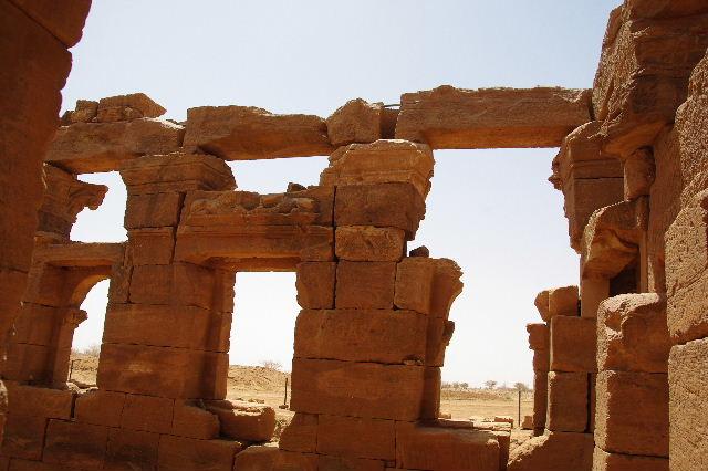 【スーダン周遊】 ナカ遺跡 (2) ライオン神殿とキオスク_c0011649_912870.jpg