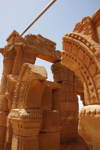 【スーダン周遊】 ナカ遺跡 (2) ライオン神殿とキオスク_c0011649_92096.jpg