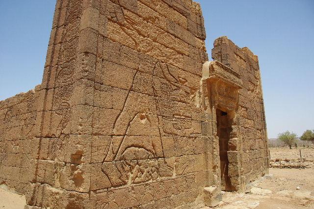 【スーダン周遊】 ナカ遺跡 (2) ライオン神殿とキオスク_c0011649_9265915.jpg