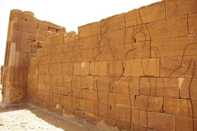 【スーダン周遊】 ナカ遺跡 (2) ライオン神殿とキオスク_c0011649_9313690.jpg